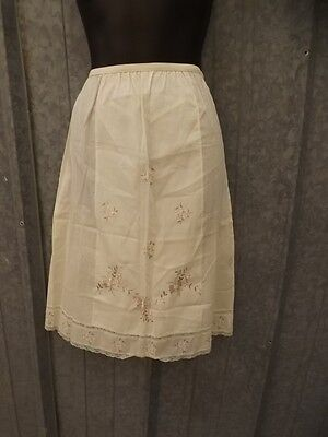 Vtg '50s Cotton Linen Dainty Floral Embroidered Lace Pillow Tabbed  Half Slip S