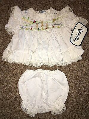 NEW NWT VINTAGE NANNETTE BABY GIRLS DRESS  SIZE 0-3 Months WHITE W BUNNY RABBITS