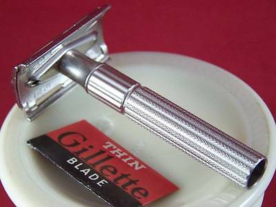 VINTAGE 1962 GILLETTE PRISON/PSYCHO 2 PIECE DOUBLE EDGE SAFETY RAZOR w/NOS BLADE