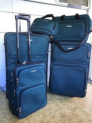 Victoria Station- 5 Piece Luggage Set- Green- Excellent Condition