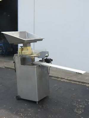 Hollymatic R80 Steak And Patty Molding Machine With Conveyor