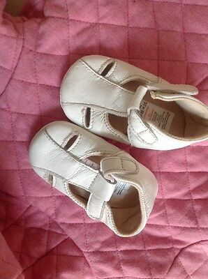 mamas and papas baby girls white leather shoes 6-12 months