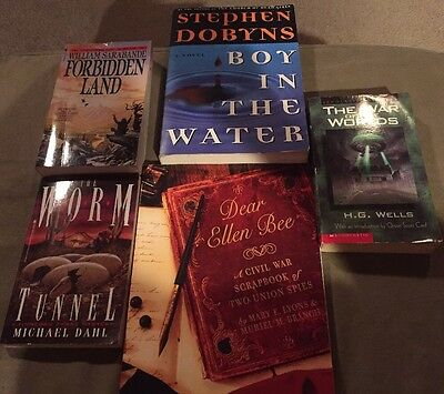 Lot Of 5 Assorted Books War Of The Worlds Worm Etc.