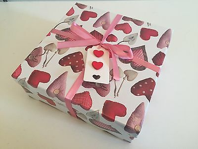 Bath Bombs (5) in Hearts Gift Box. Lush Scents. Vegan Friendly & Cruelty Free