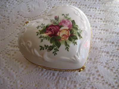 Old Country Roses-Royal Albert-Heart Trinket Jewellery Music Box-Aussie Seller