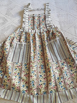 BEAUTIFUL 1950's VINTAGE APRON ~ IN EXCELLENT CONDITION ~ HAND MADE & BEAUTIFUL