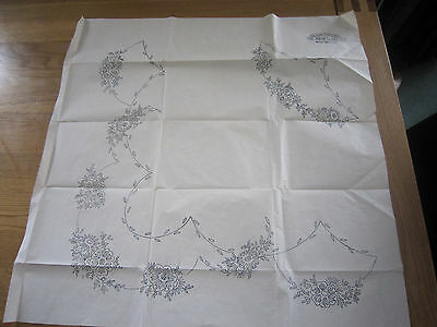 """BRIGGS Vintage Embroidery Transfer for 45"""" or 54"""" tablecloth - Floral sprays"""