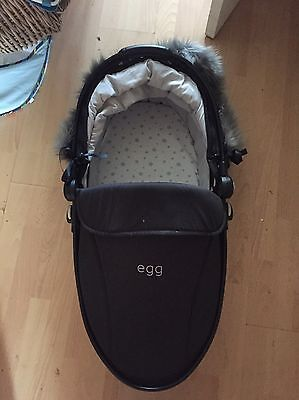 Egg Gotham Black Carrycot With Fur