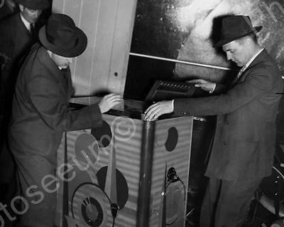 """Console Slot Machine Investigated By Police   8"""" - 10"""" B&W Photo Reprint"""