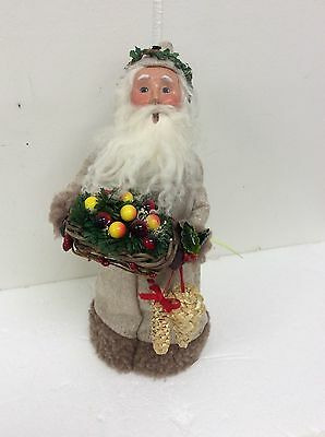 Byers Choice Natural Santa Holding Fruit Basket Woven Wheat Wreath