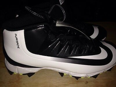 Nike Huarache Baseball/Softball Cleats. Black And White In Color. Size 5Y