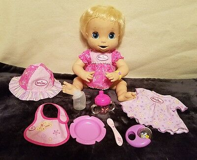 2006 Hasbro Baby Alive Soft Face Doll Eats Drinks Poops Talks Interactive Works