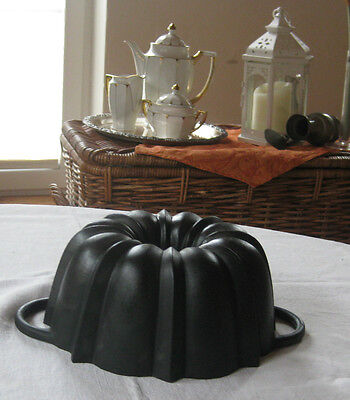 Antique cast iron bundt pan from germany,   4000 g top condition
