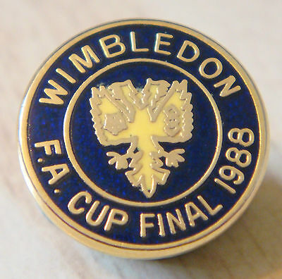 WIMBLEDON AFC Rare vintage 1988 FA CUP FINAL Badge Brooch pin In gilt 16mm Dia
