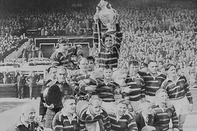Huddersfields Captain Holds The Rugby Leauge Challenge Cup 1953 Photo 6x4