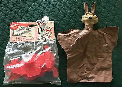 VINTAGE LOONEY TUNES COOKIE CUTTERS MIP & WILE E. COYOTE PUPPET EXC COND 1960s!