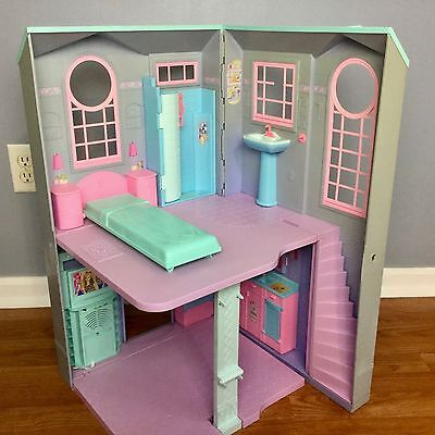 BARBIE TALKING TOWNHOUSE Folding Playset Doll House Lights Sound Mattel 2002