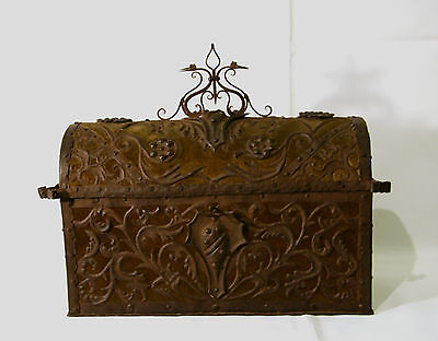 Antique metal chest, trunk with velvet, antike Truhe mit Samt, ca 1880, 38cm
