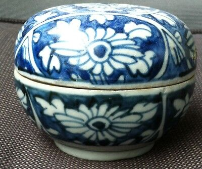 Chinese blue and white Ming Wanli 1573-1619 cover box