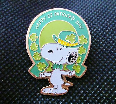 Vintage PEANUTS SNOOPY Enamel Pin ST. PATRICK'S DAY 1958 United Feature RARE HTF