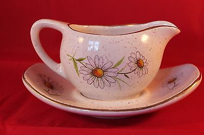 Kernewek Pottery Sauce Jug And Tray Goonhaven Cornwall Daisy Floral Decoration