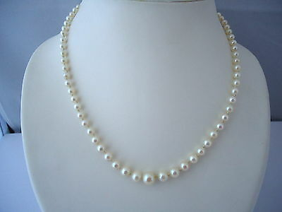 Joli Collier De Perles De Culture Blanches, Fermoir En Or 18K.