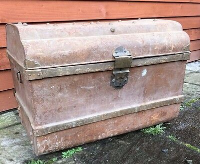 LARGE VINTAGE METAL TRUNK, STEAMER TRUNK, STORAGE TRUNK, COFFEE TABLE 75x56x52