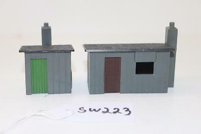Triang OO 1:76 2 x R.84 lineside huts  FNQHobbys SW223