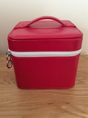 2 x ELIZABETH ARDEN leather Look makeup/vanity/cosmetic/toiletry bag in red