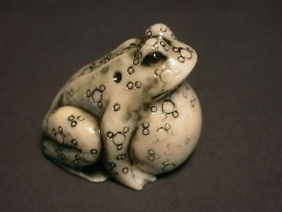 OLD Japanese Ivory colored Bone Netsuke- GREEN Frog BLOWS UP