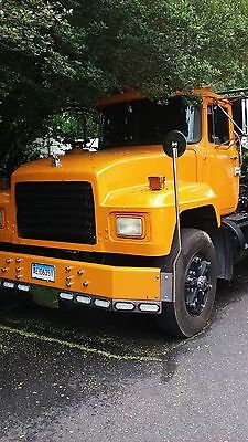 1999 Mack G80  99 Mack Rolloff truck 3rd axle hydraulic tarp ready to work