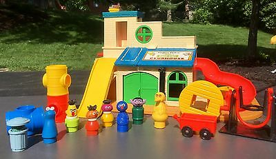 Vintage Fisher Price Little People Sesame Street Clubhouse #937 Complete Set
