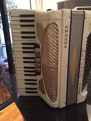 Horner 120 beige accordion verdi iv