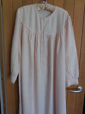BEAUTIFUL VINTAGE 1960s HAND MADE HAND EMBROIDERED ITALIAN WOMANS NIGHT DRESS