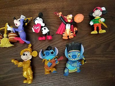 DISNEY WORLD OF MINIS lot of 7 CHASE 1/25 gold mickey Elvis stitch Tigger wizard