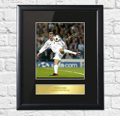 Zinedine Zidane Signed Mounted Photo Display Real Madrid FRAME