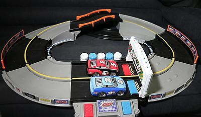 Fisher Price Shake N Go Speedway Racers Sounds-Light Electronic Racetrack + Cars