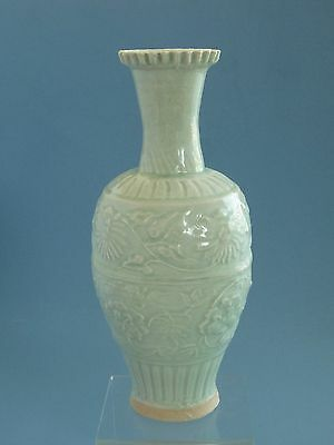 Rare Song Dynasty Hu Tian   Carve  Vase (湖田窯影青刻花瓶)