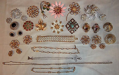 Lot Sarah Coventry Vintage Jewelry Brooches Earrings Necklaces Bracelet