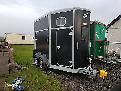 ifor williams HB506 horse trailer. 2015 used once  BLACK