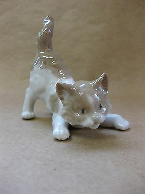 Vintage Lladro Porcelain Cat Figure ~ Crouching Cat