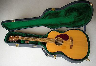 Martin 000M - Acoustic Guitar with Hard Case