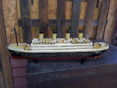 Resin/wood model of the TITANIC famous ship that sunk in 1912 REDUCED !!