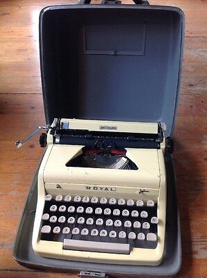 RARE 1955 Butter Yellow ROYAL Quiet Deluxe Typewriter w Case