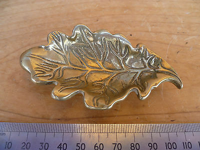 V Intage Old Small Size Brass Leaf Design Dish, (627)