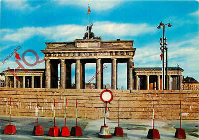 Postcard:-Berlin, Brandenburger Tor, Brandenburg Gate, 1961, The Wall