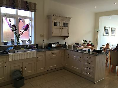 Beautiful Cream Kitchen Cupboards and Units