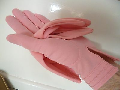 Vintage Prova Delicate pink 1950s Pink short Gloves immaculate pretty size 71/2.