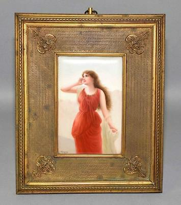 HANDPAINTED PORCELAIN PLAQUE OF A WOMAN IN BRASS FRAME - Measures: V... Lot 1109