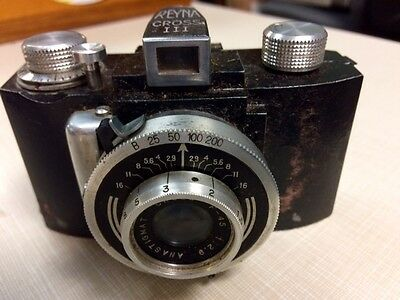 Reyna Cross III vintage camera with case